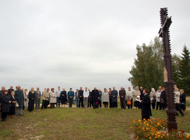Iškilmės prie kryžiaus Justinavos (Dvarelio) kaime