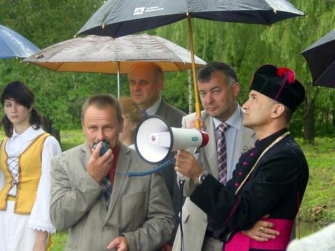 Kalba Anykščių meras S. Obelevičius, šalia - V. Strolia ir S. Filipavičius.