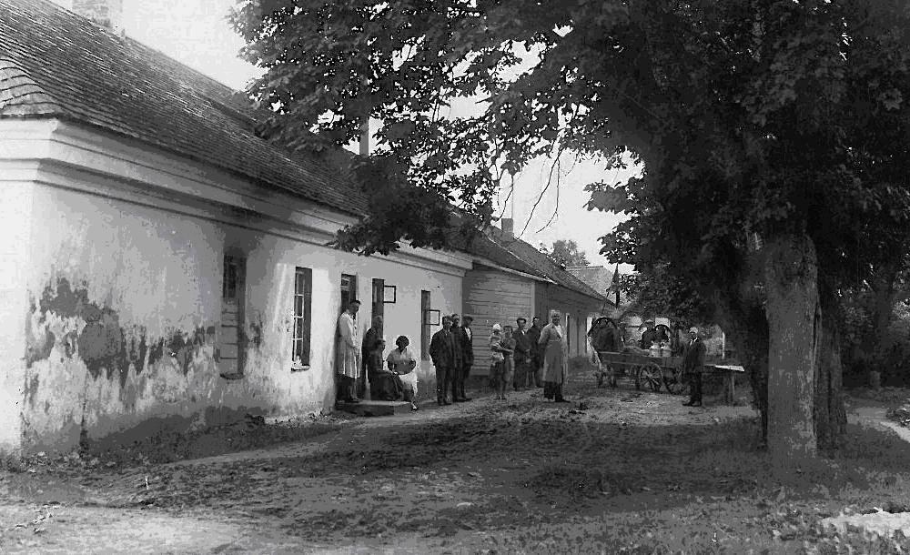 Vienuolyno brolijos korpusas, tarpukariu pertvarkytas į pieno perdirbimo bendrovę (prof. Arvydo Pajuodžio archyvo nuotrauka)..