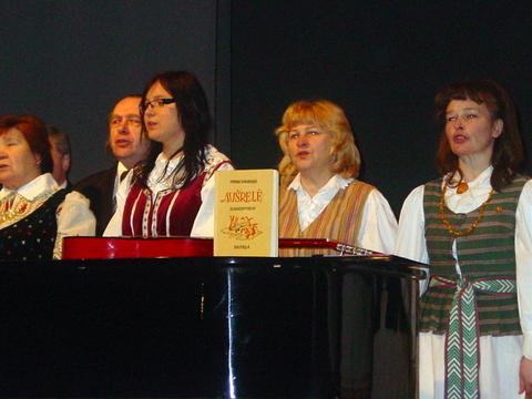 """Svėdasiškių relikvija - S. Zobarsko elementorius """"Aušrelė"""" - lydėjo ir jubiliejaus koncertą."""