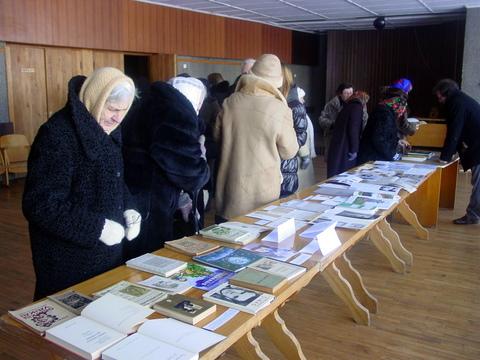 Svėdasiškiai knygų parodoje pamatė ir jų kraštiečio JAV išleistus lietuvių rašytojų kūrinius anglų kalba.