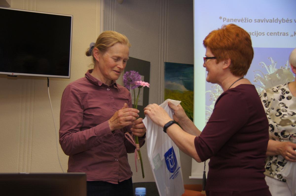 Renginio metu padėkota ir leidybos partnerei bei talkininkei muziejininkei Almai Ambraškaitei.