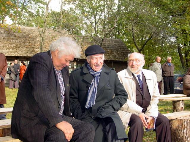 Vaižgantinių svečiai, kilę iš Anykščių krašto, miškininkas A. Stackevičius, aktorius F. Jakšys ir mokslininkas J. Lapienis.