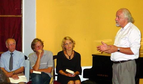 """""""Pesliu akademiją"""" pristatant (iš dešinės): R. Vanagas, J. Žąsinaitė, V. Gasiliūnas ir F. Jakšys."""