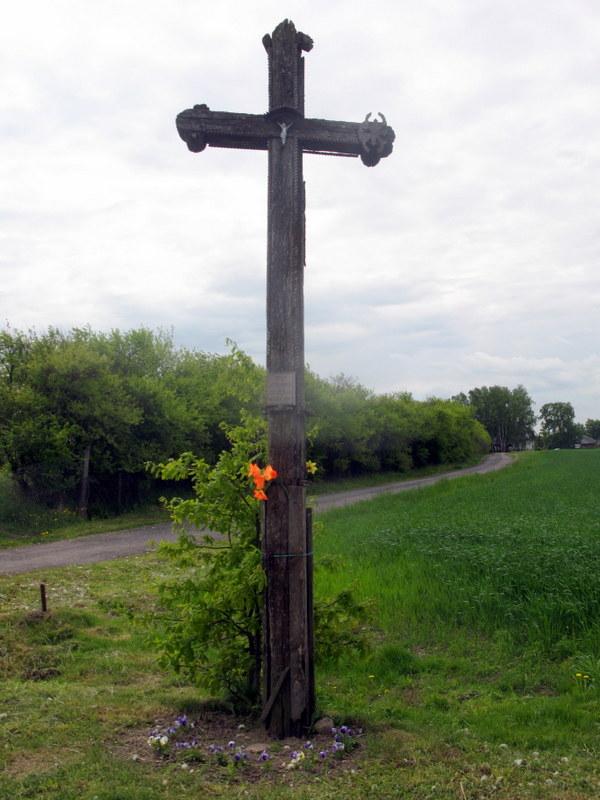 """""""Ant atminimą Didžiąją karą 1915"""" – toks įrašas dabar žymi kryžių pakeliui į Dabužius. Galbūt tai dar vienas išlikęs Petro Blažio drožtas Anykščių krašto kryžius?.."""
