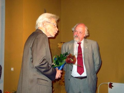 Savo buvusį auklėtinį pasveikino jo auklėtojas mokytojas Vacius Bražėnas.