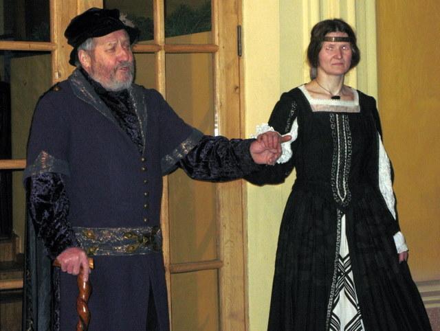 Bajoras Nykštys (Algirdas Ražinskas) ir Ona Nykštienė (Danutė Gečytė)