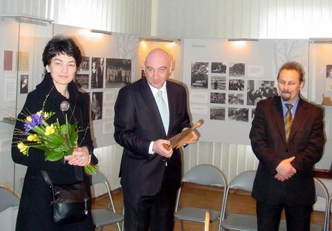 Ambasadorius G. Kerdikošvilis su žmona ir Anykščių meras S. Obelevičius.