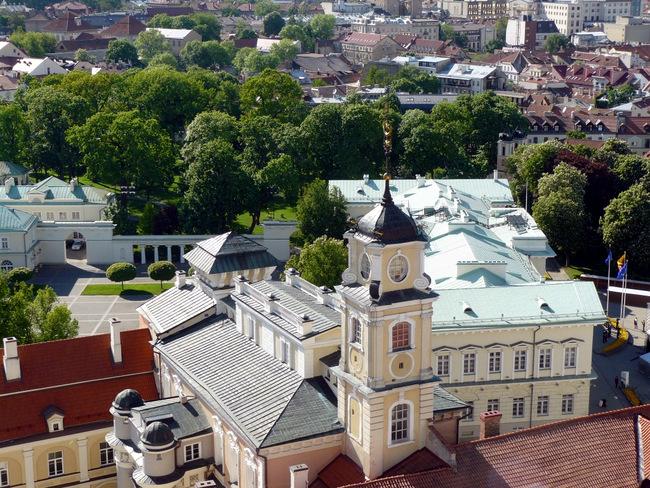 Vilniaus universiteto centrinis pastatas iš Šv. Jonų bažnyčios.