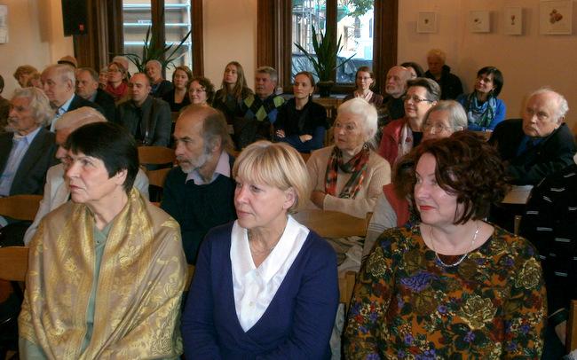 Knygos  pristatymo dalyviai Rašytojų sąjungos salėje.