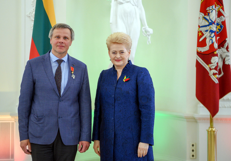 Apdovanotasis G. Karosas ir Lietuvos Respublikos prezidentė D. Grybauskaitė.
