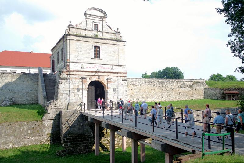 Lenkų turistai šią pilį tikrai išlaikys.