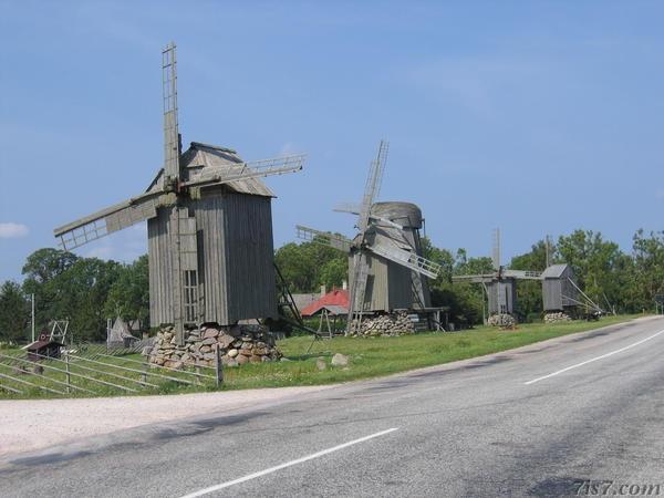 Saremos salos vėjo malūnai.