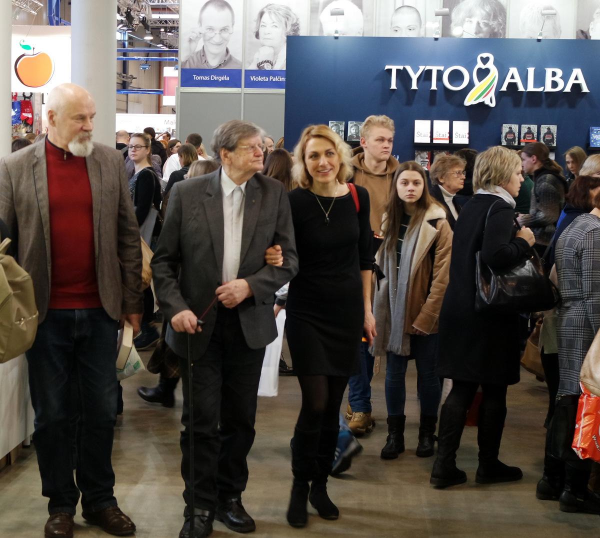A. Tyla ir J. Žąsinaitė Vilniaus knygų mugėje 2018 m. vasarį. T. Kontrimavičiaus nuotrauka.