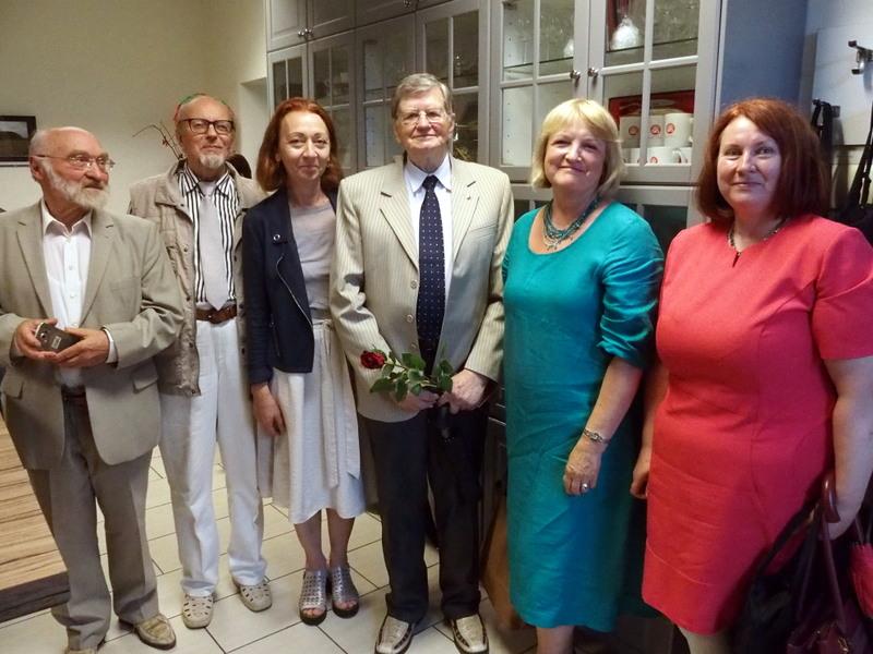 Kraštiečiai (iš kairės): dr. Juozas Lapienis, Vytautas Rimša, Vida Mičiūdienė, prof. Antanas Tyla, Aldona Nikienė, Regina Smetonaitė. Gedimino Zemlicko nuotrauka.
