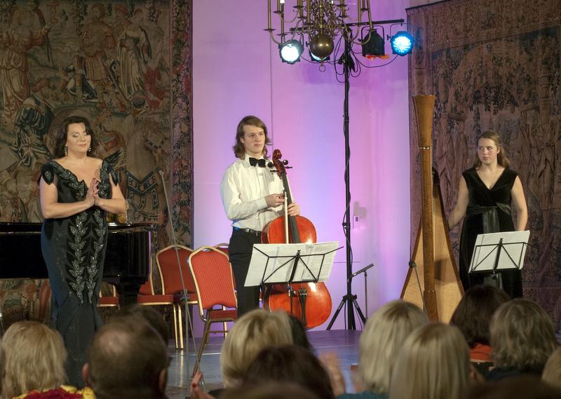 Kartu su R. Juzukonyte koncertavo ir jos ugdomi giminaičiai, anykštėnės Rimos Lesnikauskienės anūkai Miglė ir Marius Sakavičiai.
