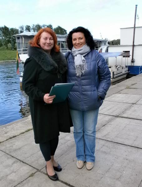 Regina Smetonaitė (kairėje) su bičiule operos soliste Rasa Juzukonyte.