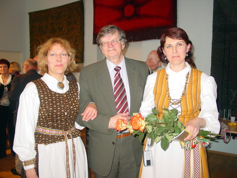 A. Tyla su anykštėnėmis mokytojomis V. Mikučionyte ir A. Laskauskiene.