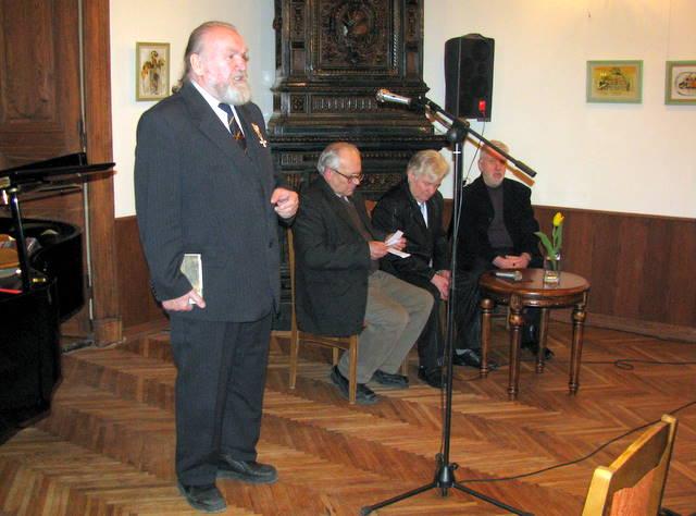 Aktorius Tomas Vaisieta, literatūros kritikas Stasys Lipskis, rašytojas Antanas Drilinga, literatūros kritikas Algimantas Bučys