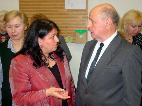 """Vilniaus anykštėnų sambūrio pirmininkė Rita Virbalienė ir Svėdasiškių draugijos """"Alaušas"""" pirmininkas Algimantas Indriūnas."""