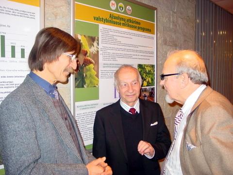 Rytų Aukštaičių sambūrio pirmininkas A. Svidinskas (kairėje) su Vilniaus anykštėnais F. Jakšiu ir V. Rimša