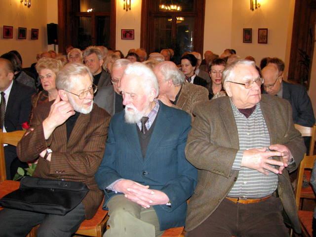 Tarp literatūrinio renginio svečių - rašytojai Vytautas Bubnys, Jonas Mikelinskas ir Algimantas Baltakis