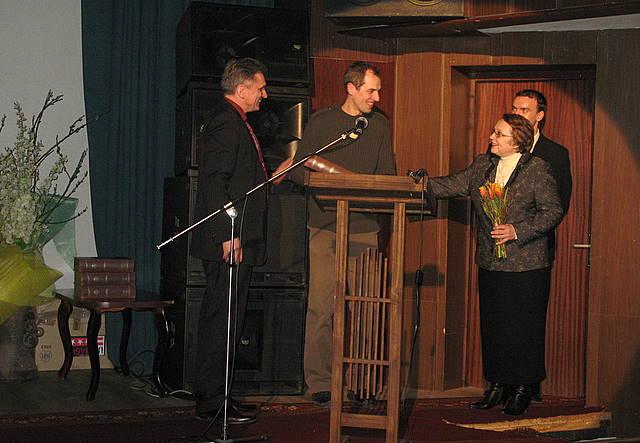 """""""Videorazinų"""" nominacijų vakare (iš kairės): V. Valentinavičius, A. Gurskus, A. Baltušienė ir vakaro vedėjas R.Aleksiejūnas"""