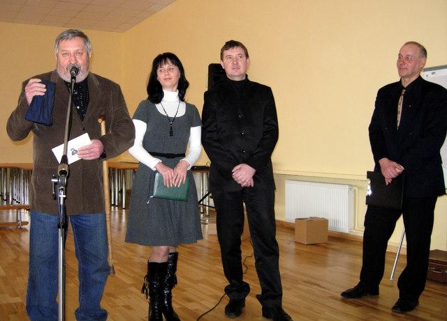 Svečiuose pas ukmergiškius - anykštėnai A. Ražinskas, Z. Butkutė ir D. Žąsinas, dešinėje - V. Česnaitis.